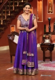 madhuri-dixit-on-the-sets-of-comedy-nights-97953