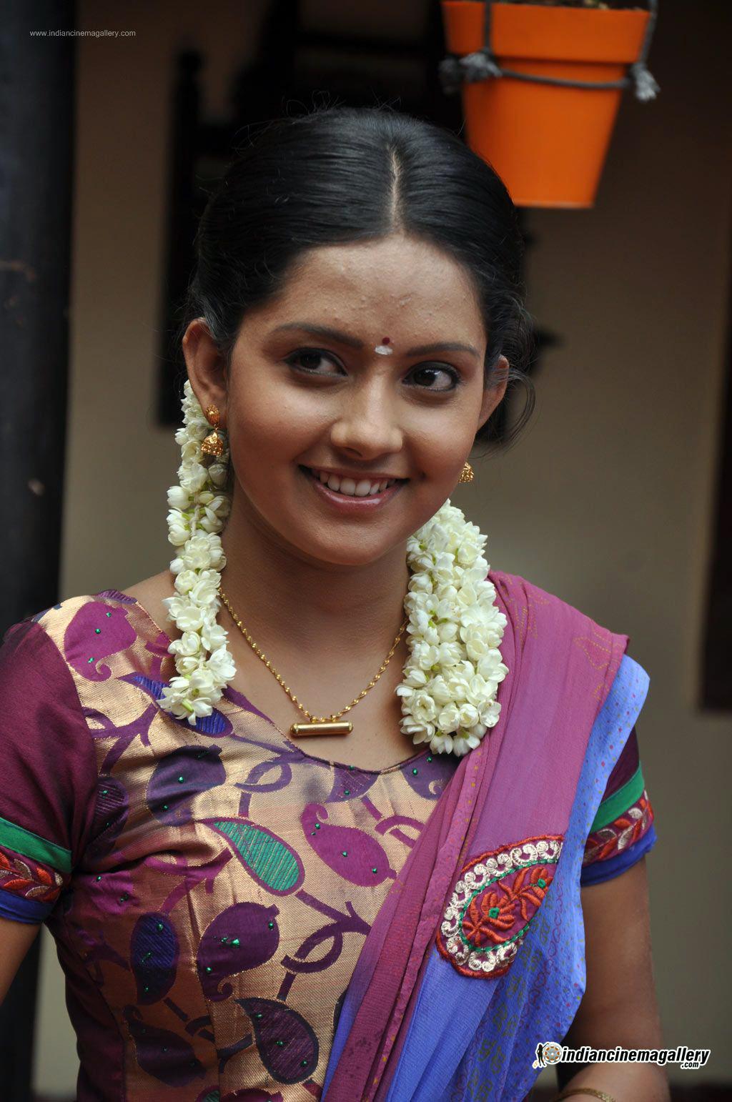 mahima-nambiar-at-agathinai-movie-press-meet-stills-16723