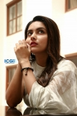 Mahima Nambiar in white dress photo shoot (11)