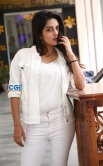 Mahima Nambiar in white dress photo shoot (25)