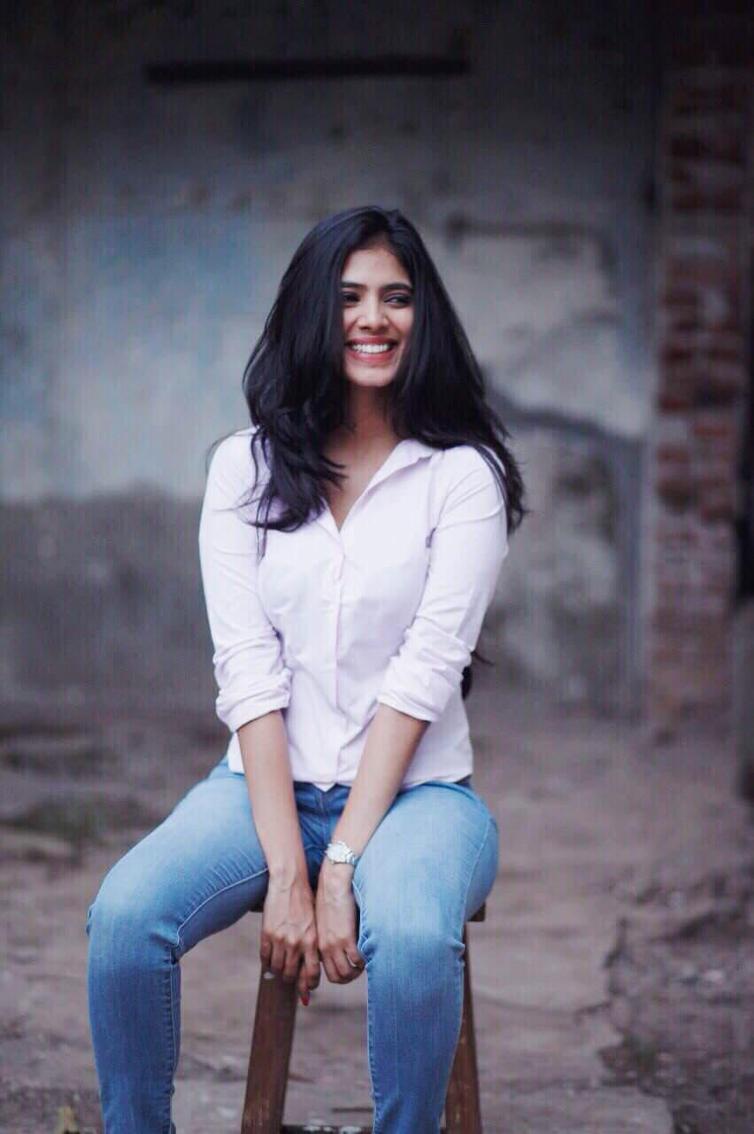 Malavika Mohanan fb stills new (19)