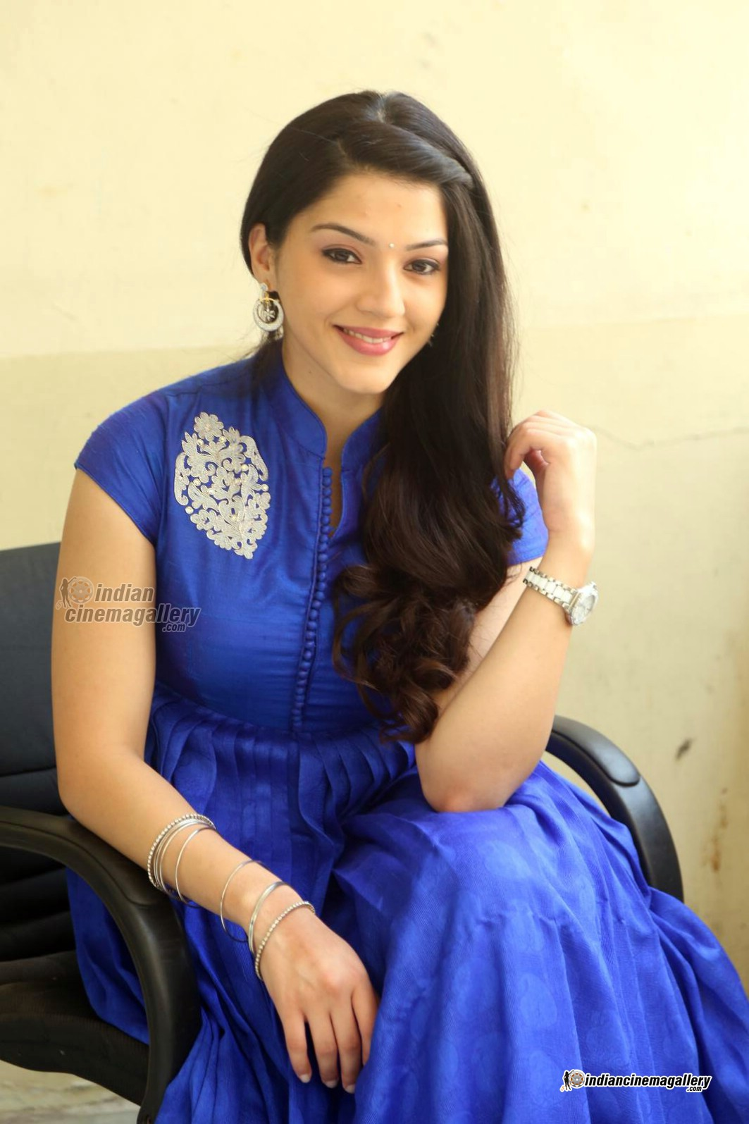 mehreen-in-blue-dress-february-2016-stills-18532