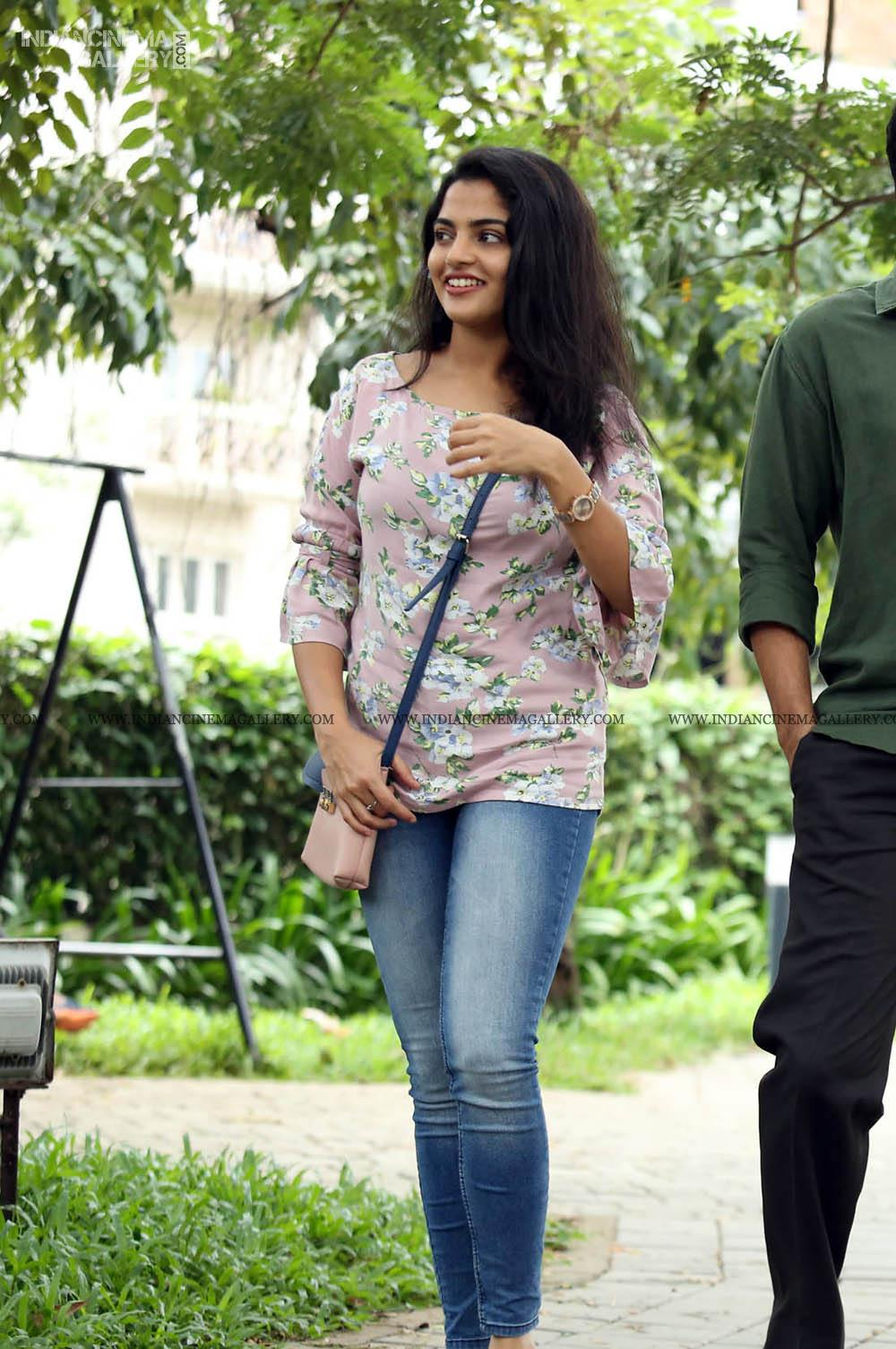 Nikhila Vimal in njan prakashan movie (4)