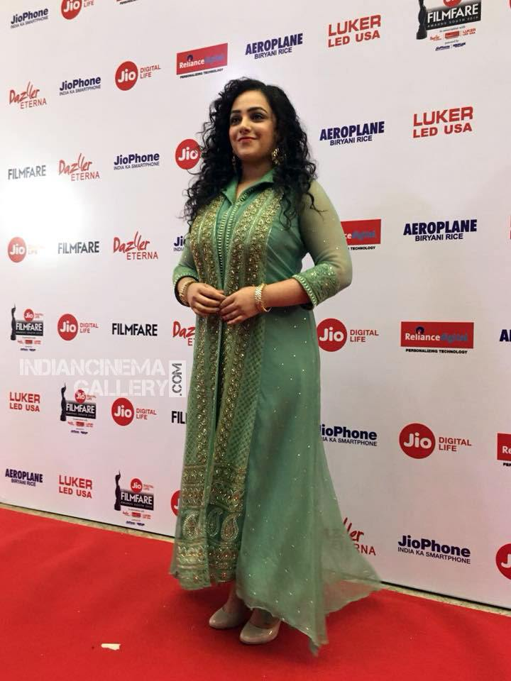Nithya Menon at filmfare awards 2018 (1)