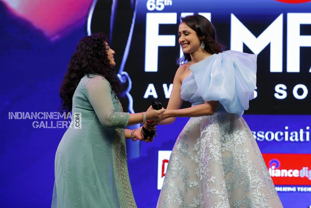 Nithya Menon at filmfare awards 2018 (3)