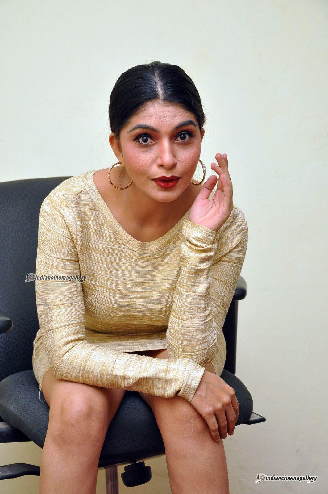 pooja-roshan-at-box-movie-audio-launch-143876