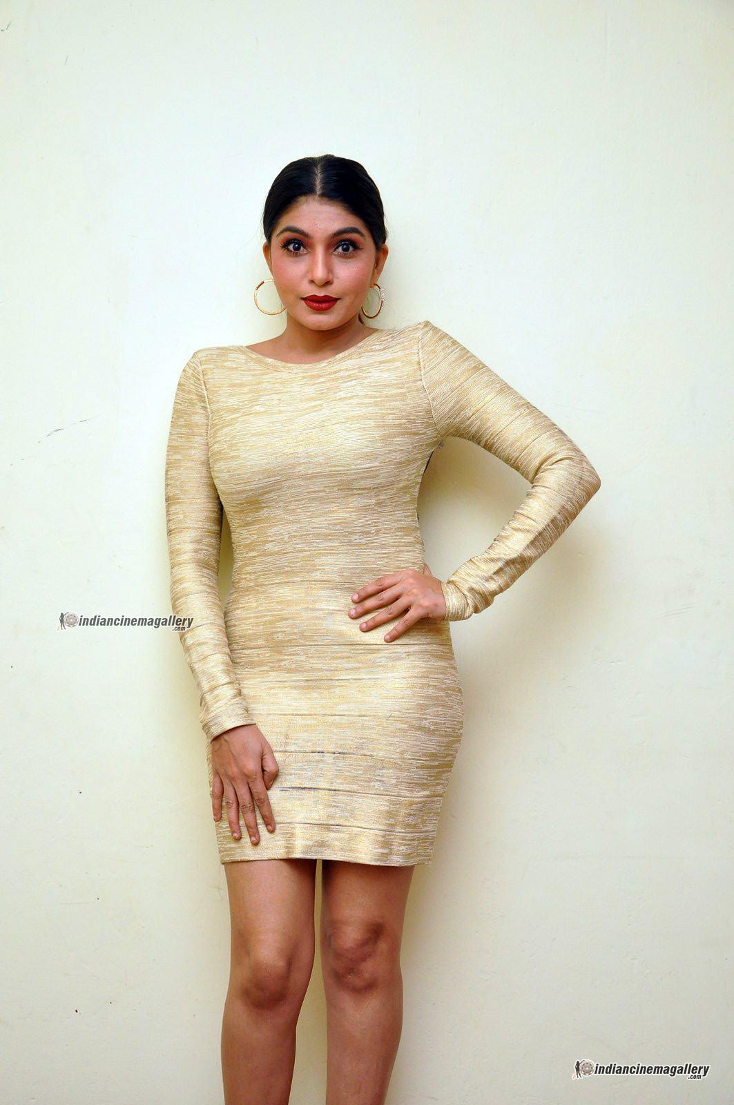 pooja-roshan-at-box-movie-audio-launch-202210