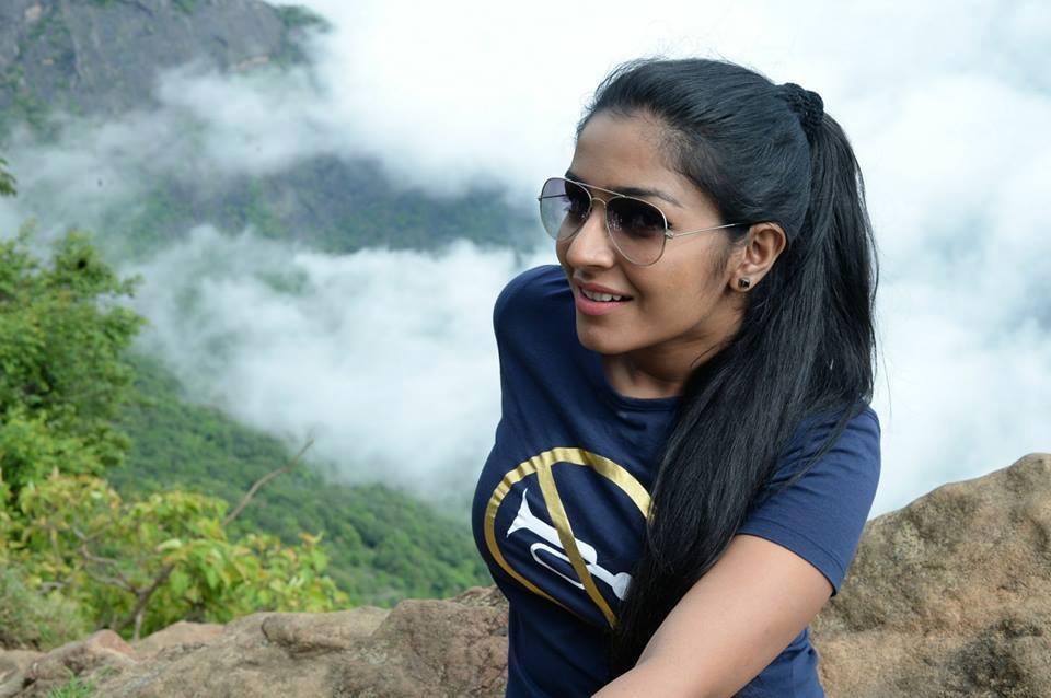 actress-rajisha-vijayan-stills-119649