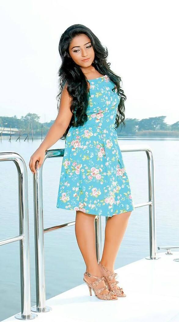 actress-rajisha-vijayan-stills-31070