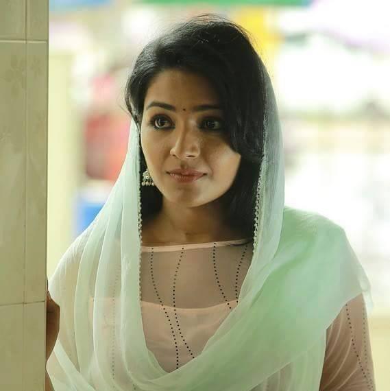 actress-rajisha-vijayan-stills-55393