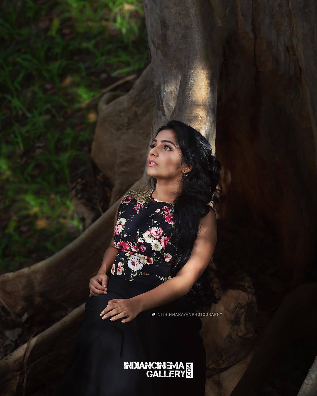 Rajisha Vijayan Photo shoot by nithin narayan (2)
