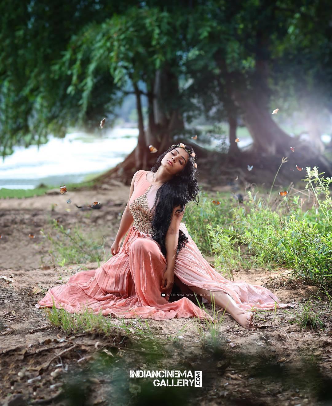 Rajisha Vijayan Photo shoot by nithin narayan (3)