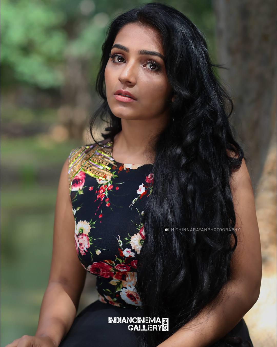 Rajisha Vijayan Photo shoot by nithin narayan (5)