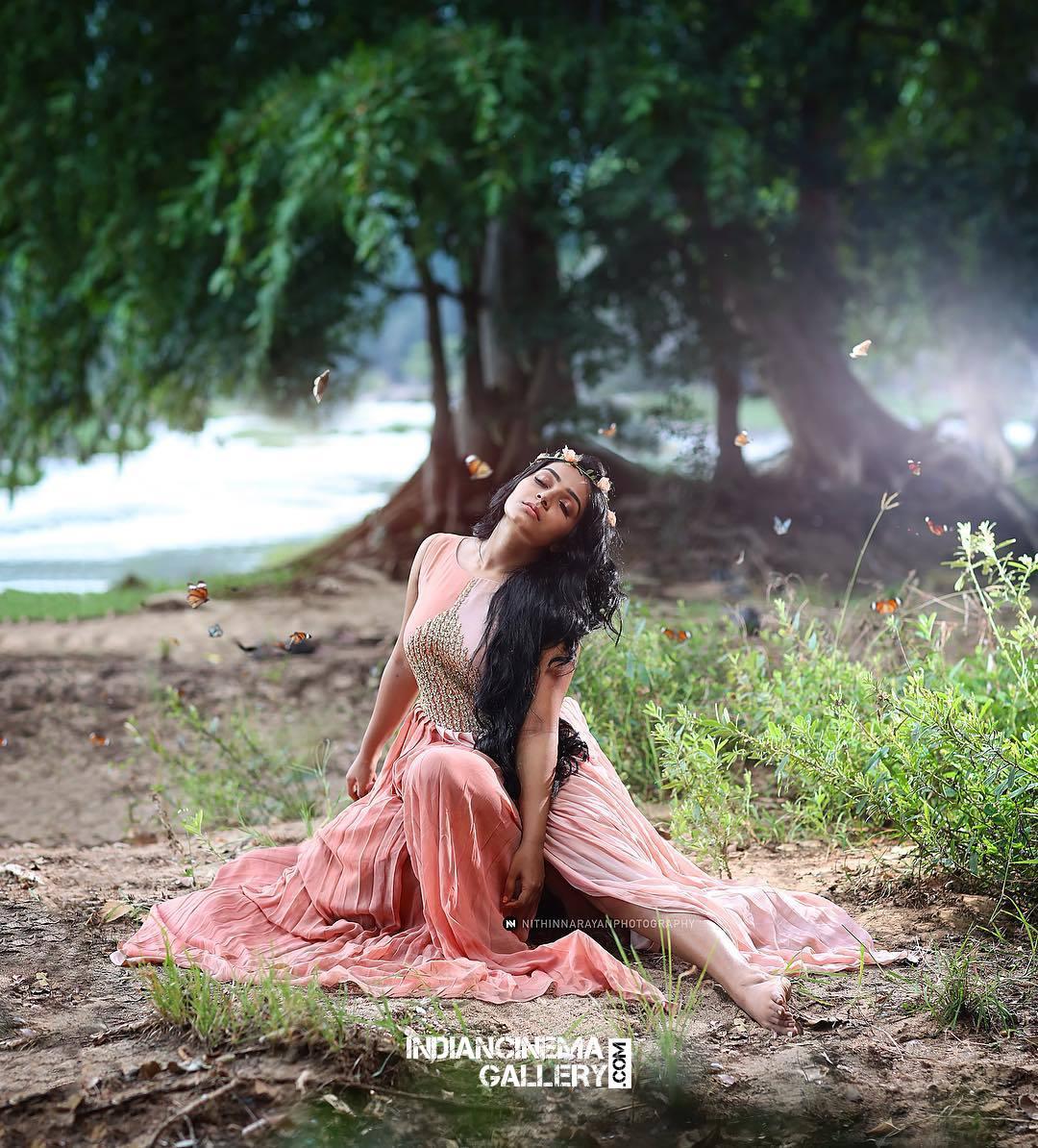 Rajisha Vijayan Photo shoot by nithin narayan (6)