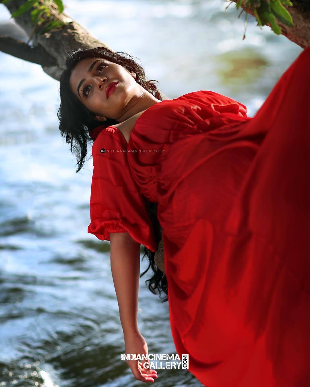 Rajisha Vijayan Photo shoot by nithin narayan (7)
