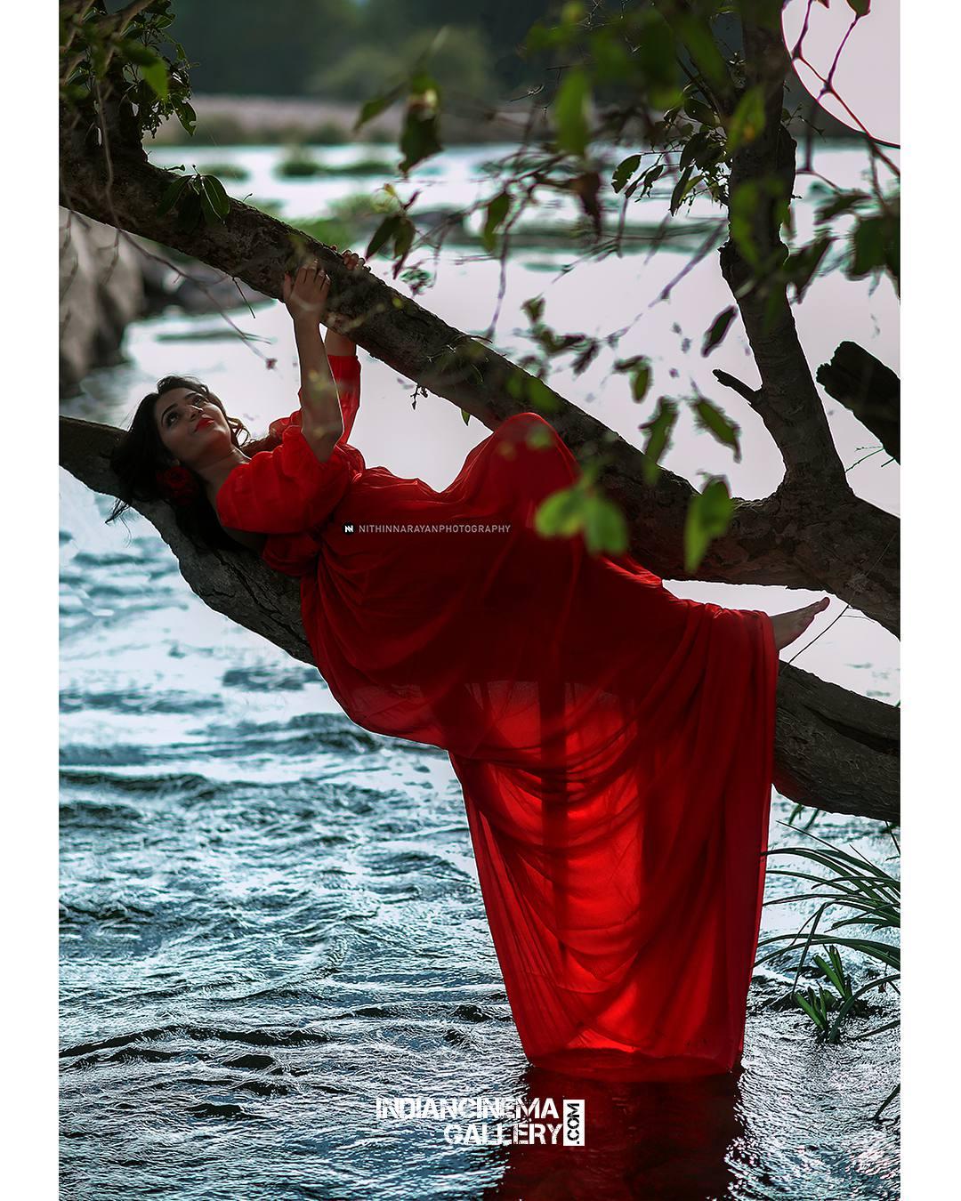 Rajisha Vijayan Photo shoot by nithin narayan (8)