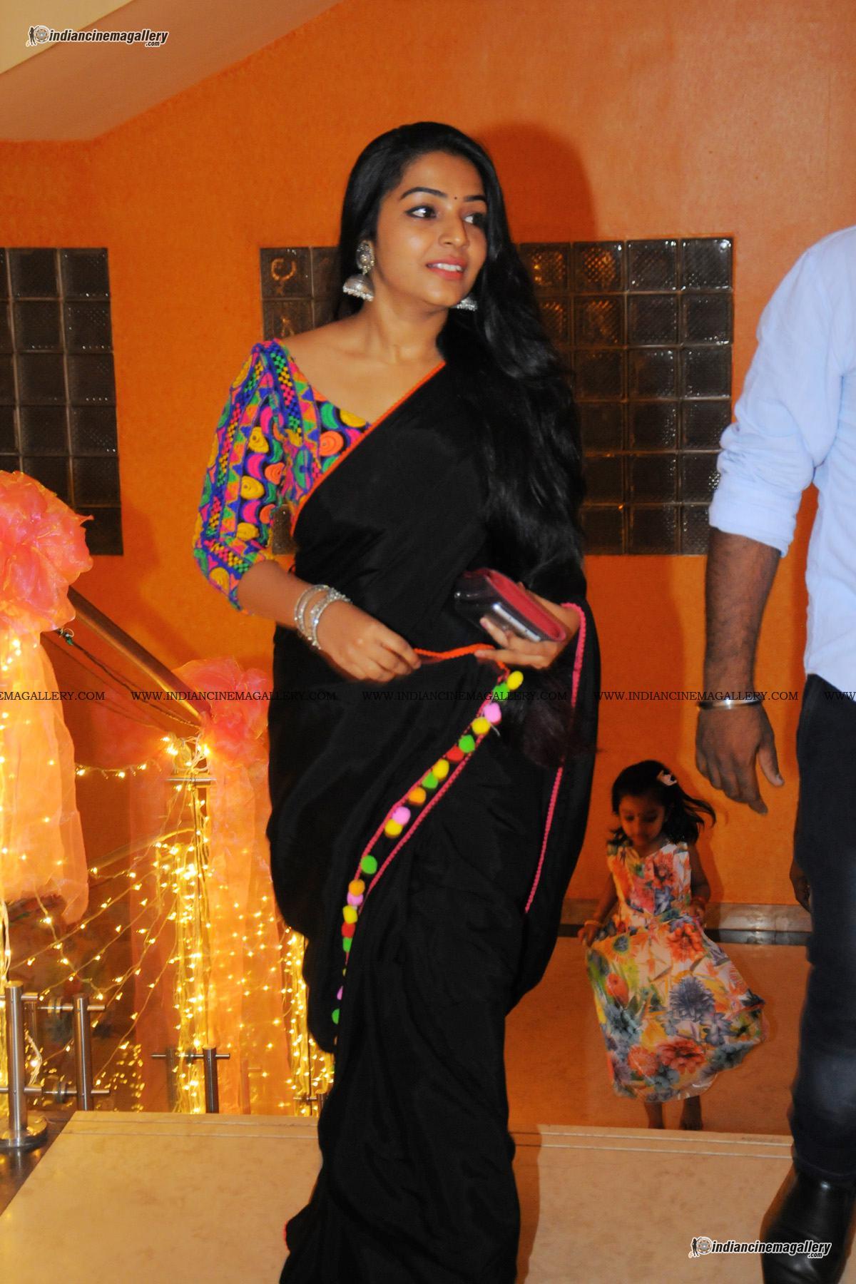 rajisha-vijayan-at-dhyan-sreenivasan-reception-96544