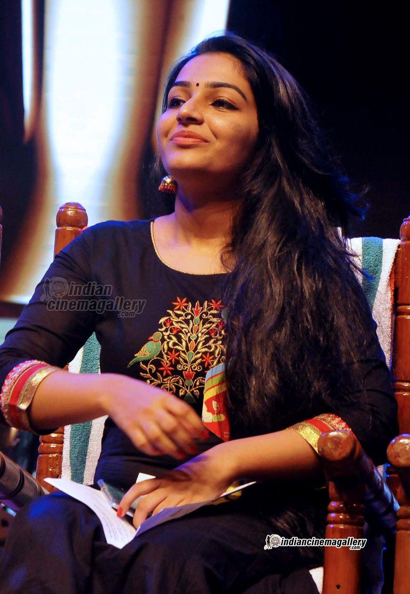 rajisha-vijayan-at-kerala-state-television-awards-2016-16472