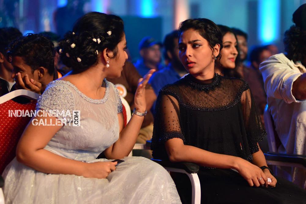 Rajisha Vijayan at asianet film awards 2018 (1)