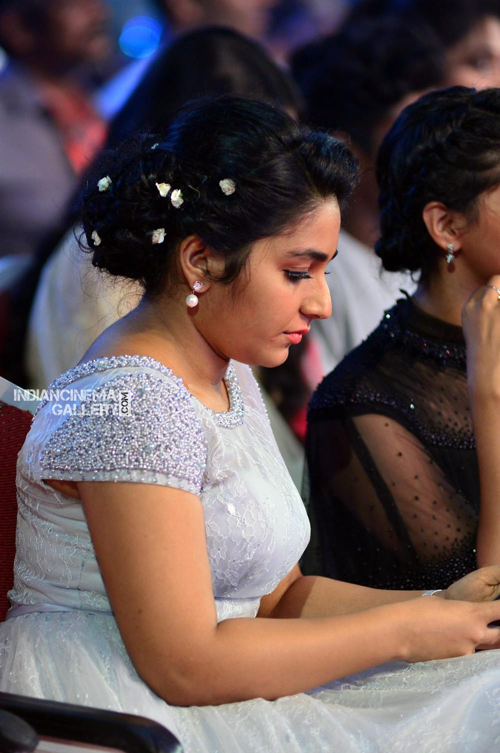 Rajisha Vijayan at asianet film awards 2018 (10)