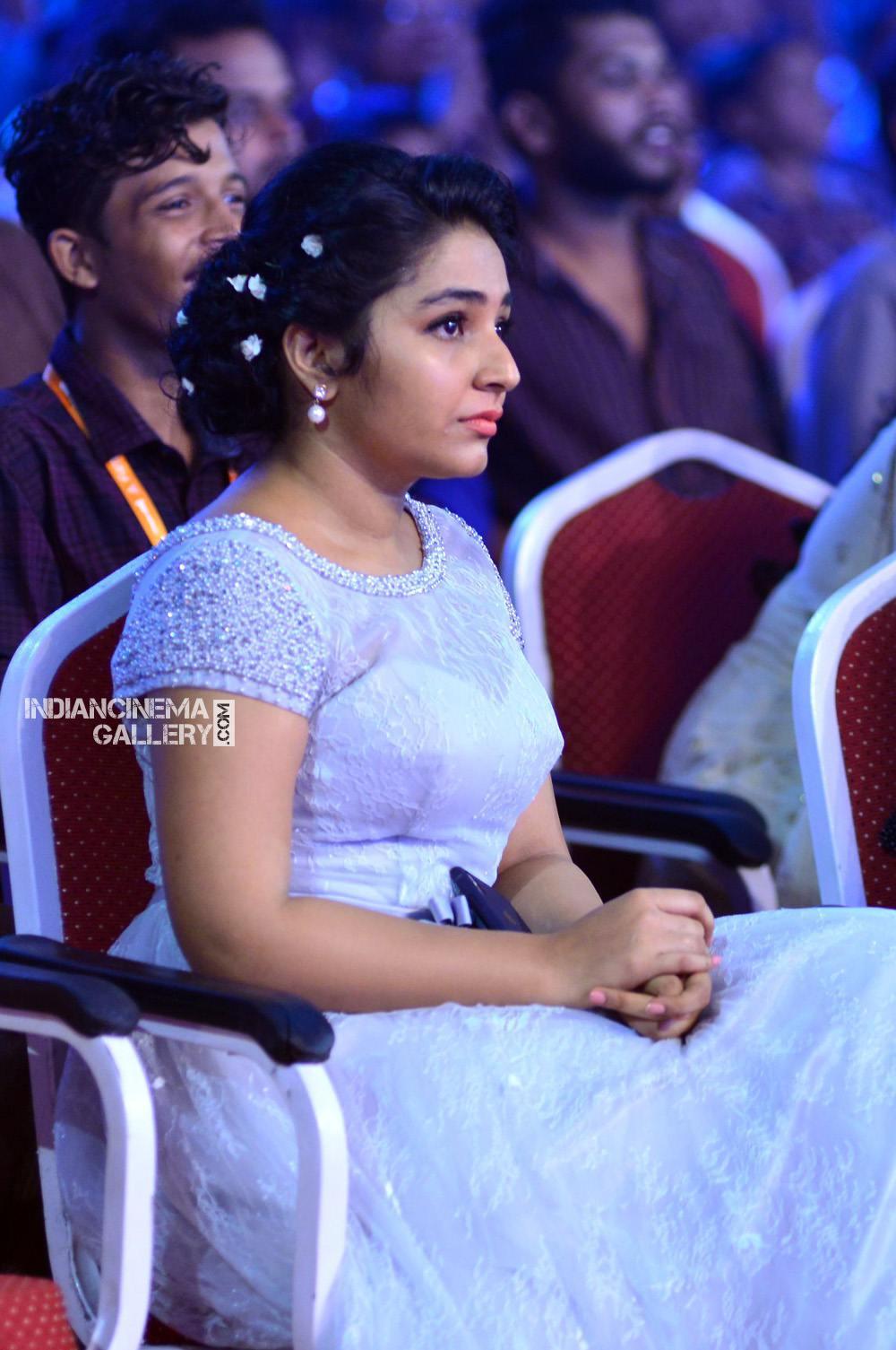 Rajisha Vijayan at asianet film awards 2018 (11)