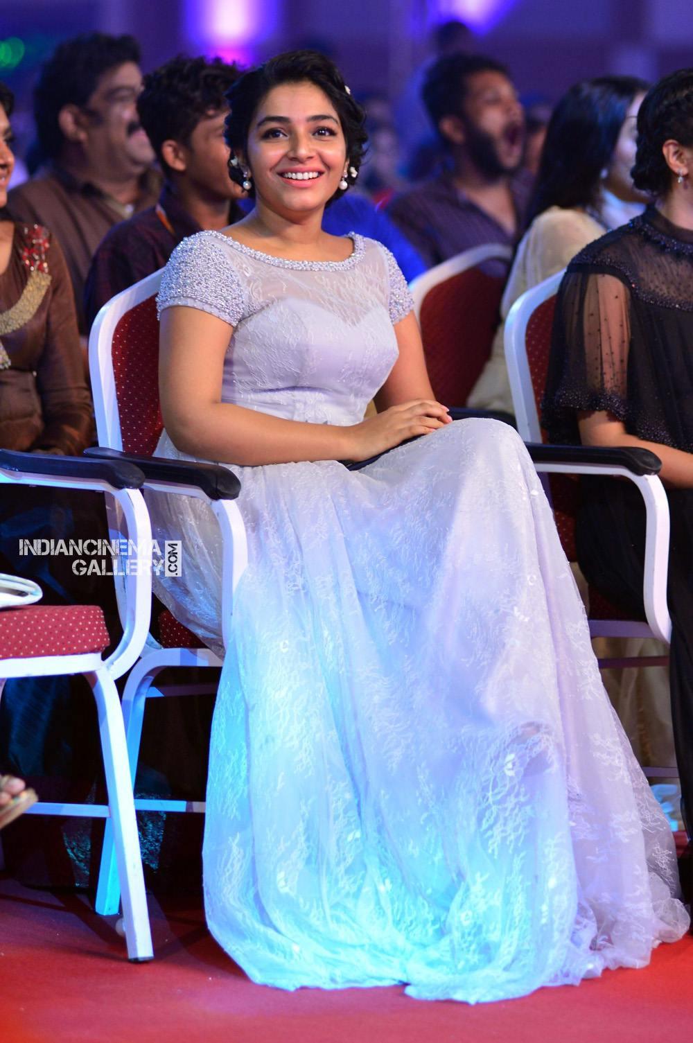 Rajisha Vijayan at asianet film awards 2018 (13)