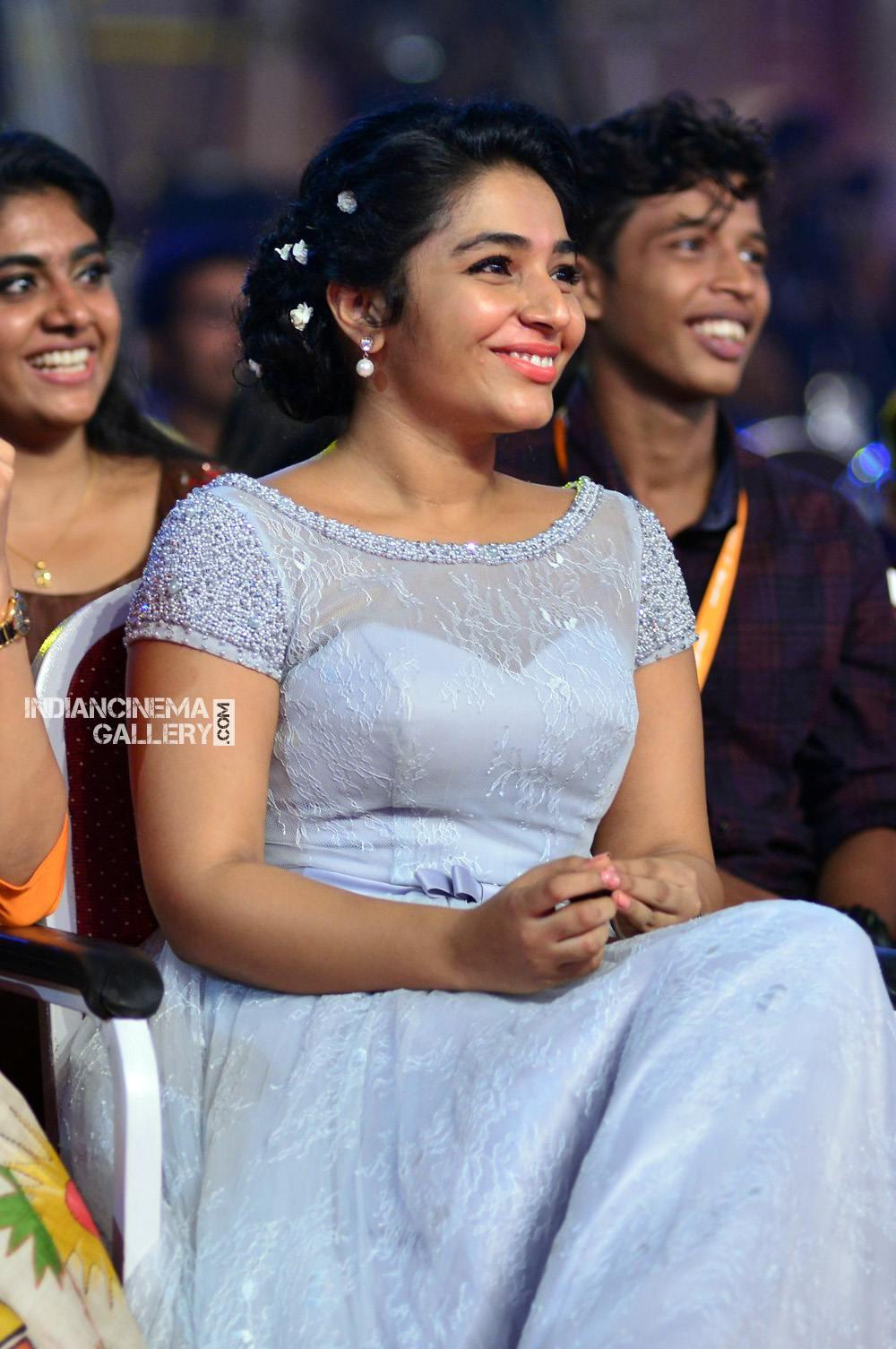 Rajisha Vijayan at asianet film awards 2018 (14)