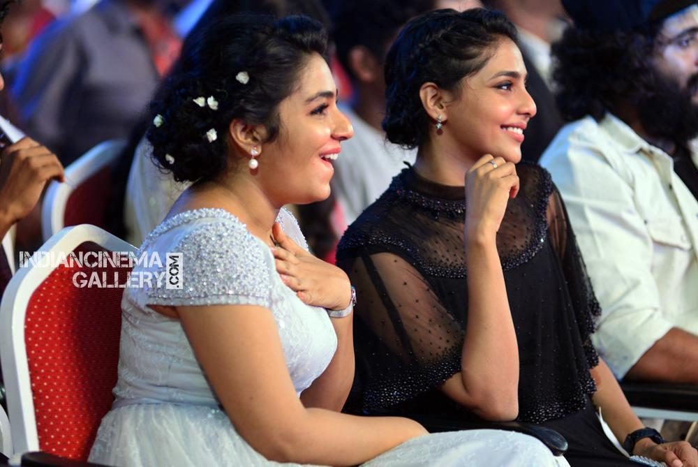 Rajisha Vijayan at asianet film awards 2018 (2)