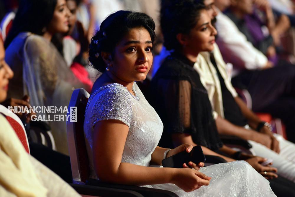 Rajisha Vijayan at asianet film awards 2018 (4)