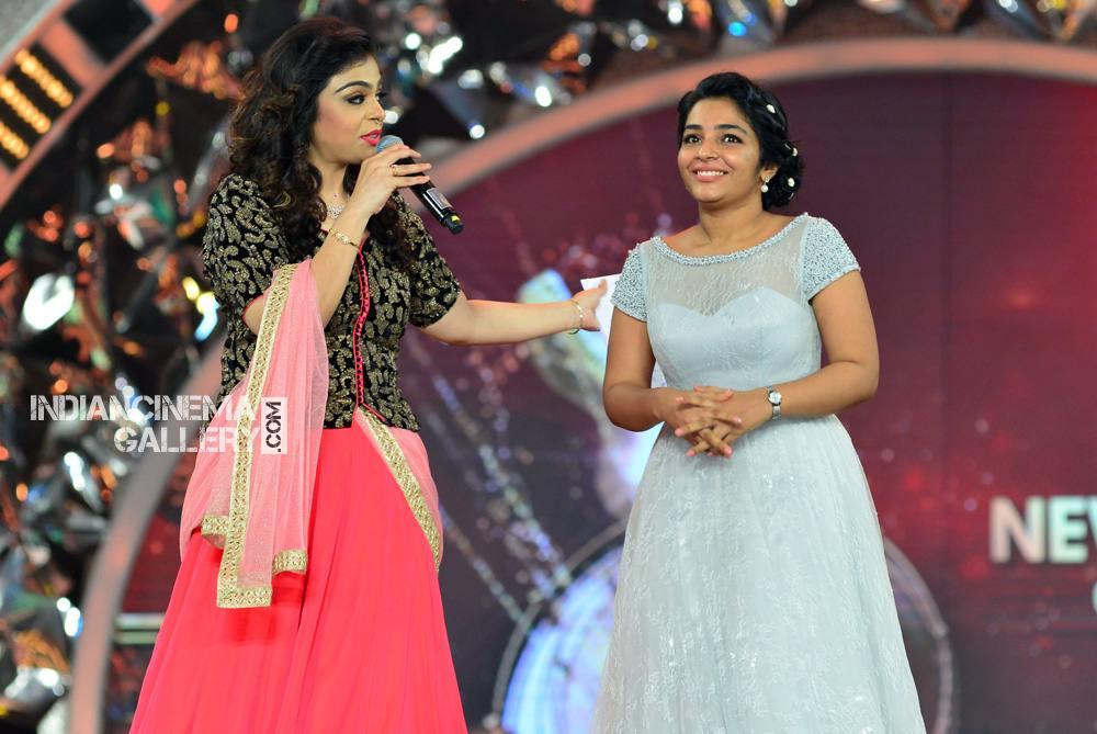 Rajisha Vijayan at asianet film awards 2018 (5)