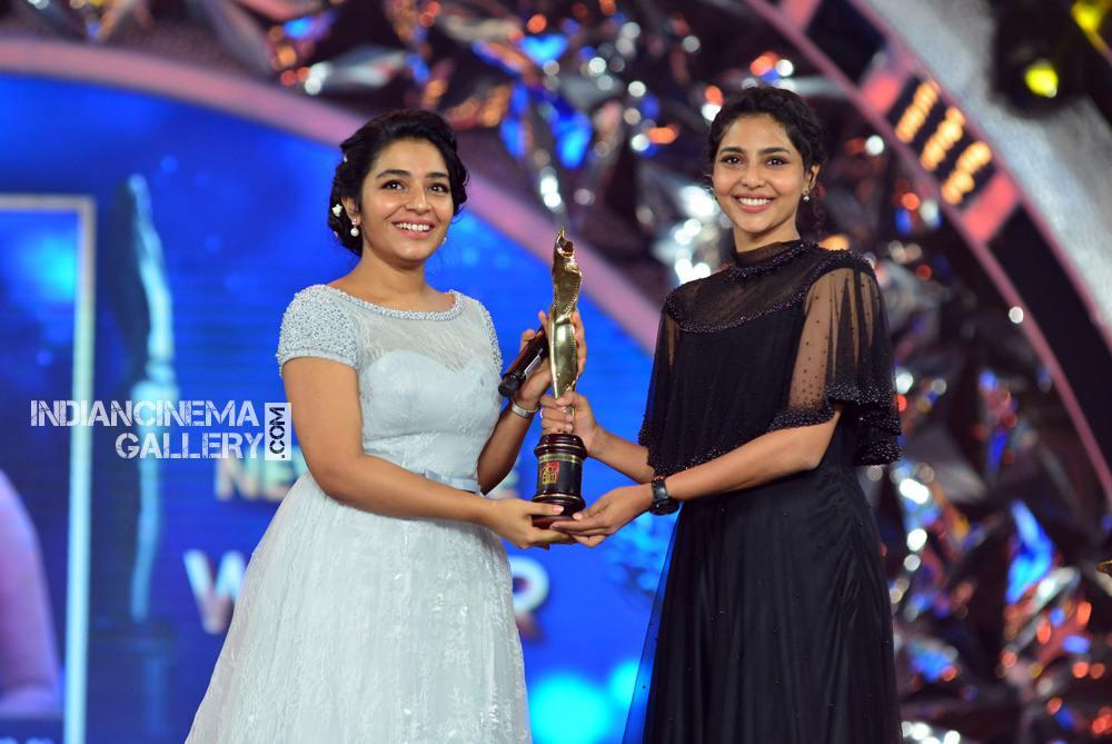 Rajisha Vijayan at asianet film awards 2018 (6)