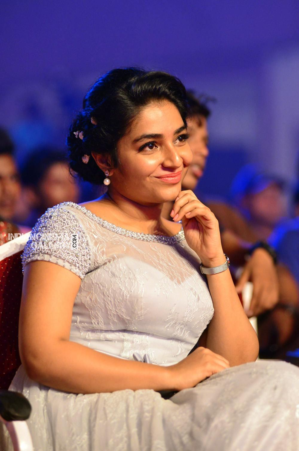 Rajisha Vijayan at asianet film awards 2018 (9)