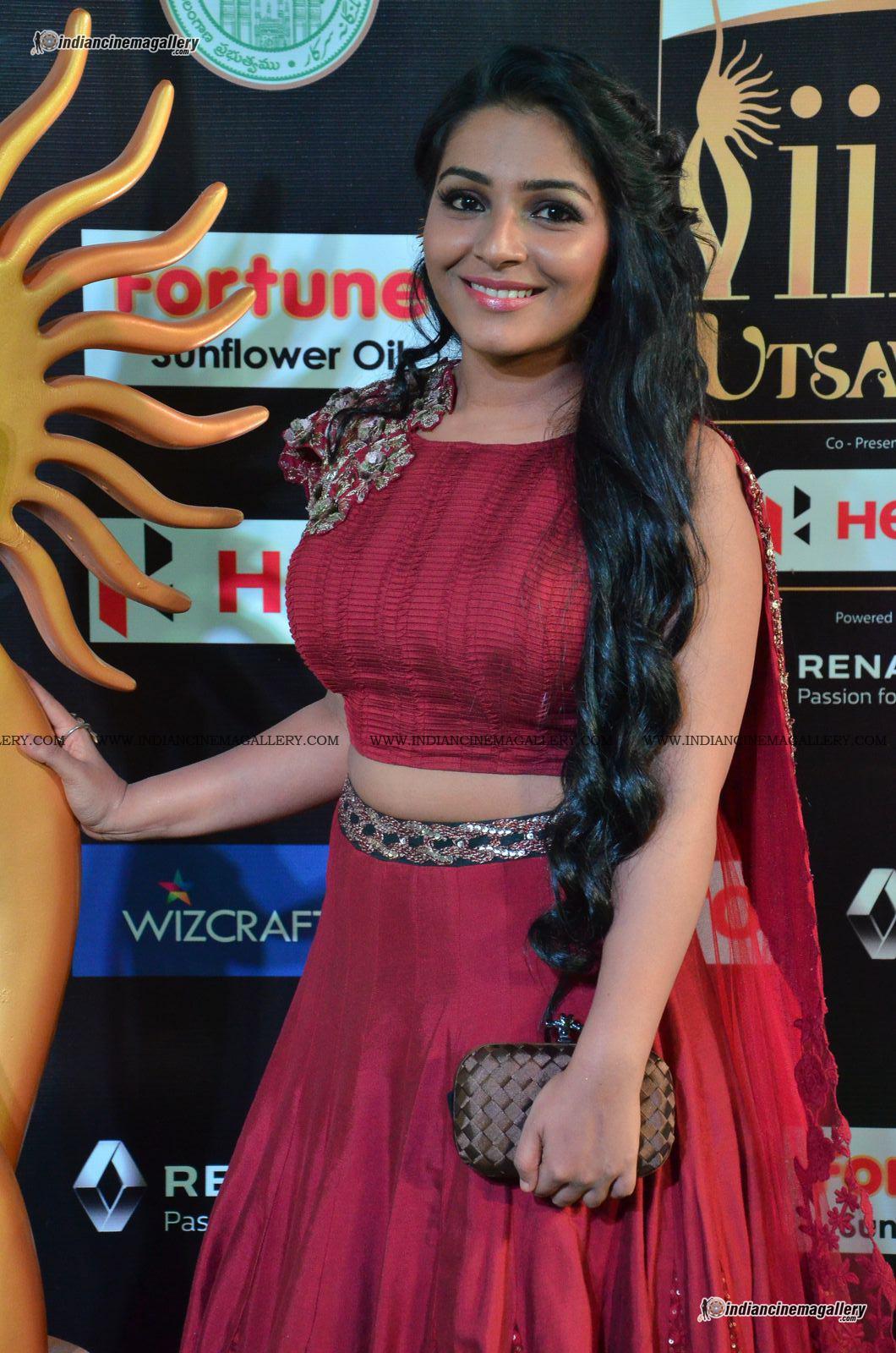 rajisha-vijayan-at-at-iifa-utsavam-awards-2017-104384