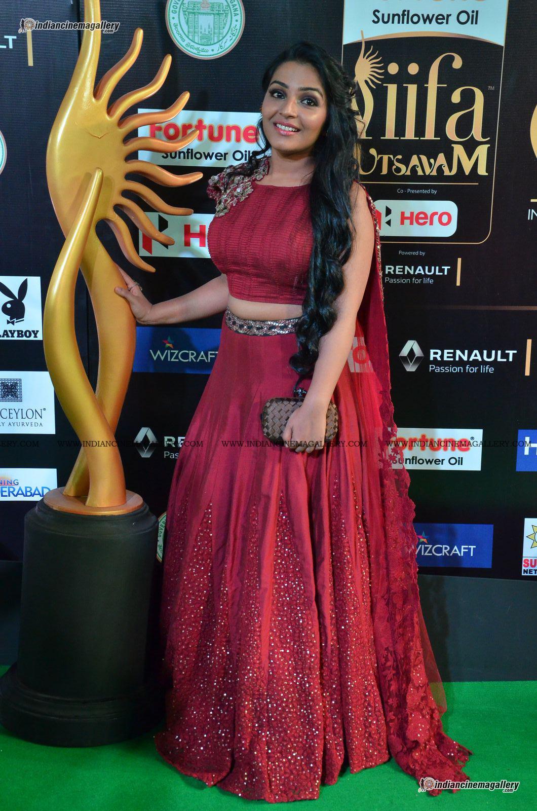 rajisha-vijayan-at-at-iifa-utsavam-awards-2017-112502