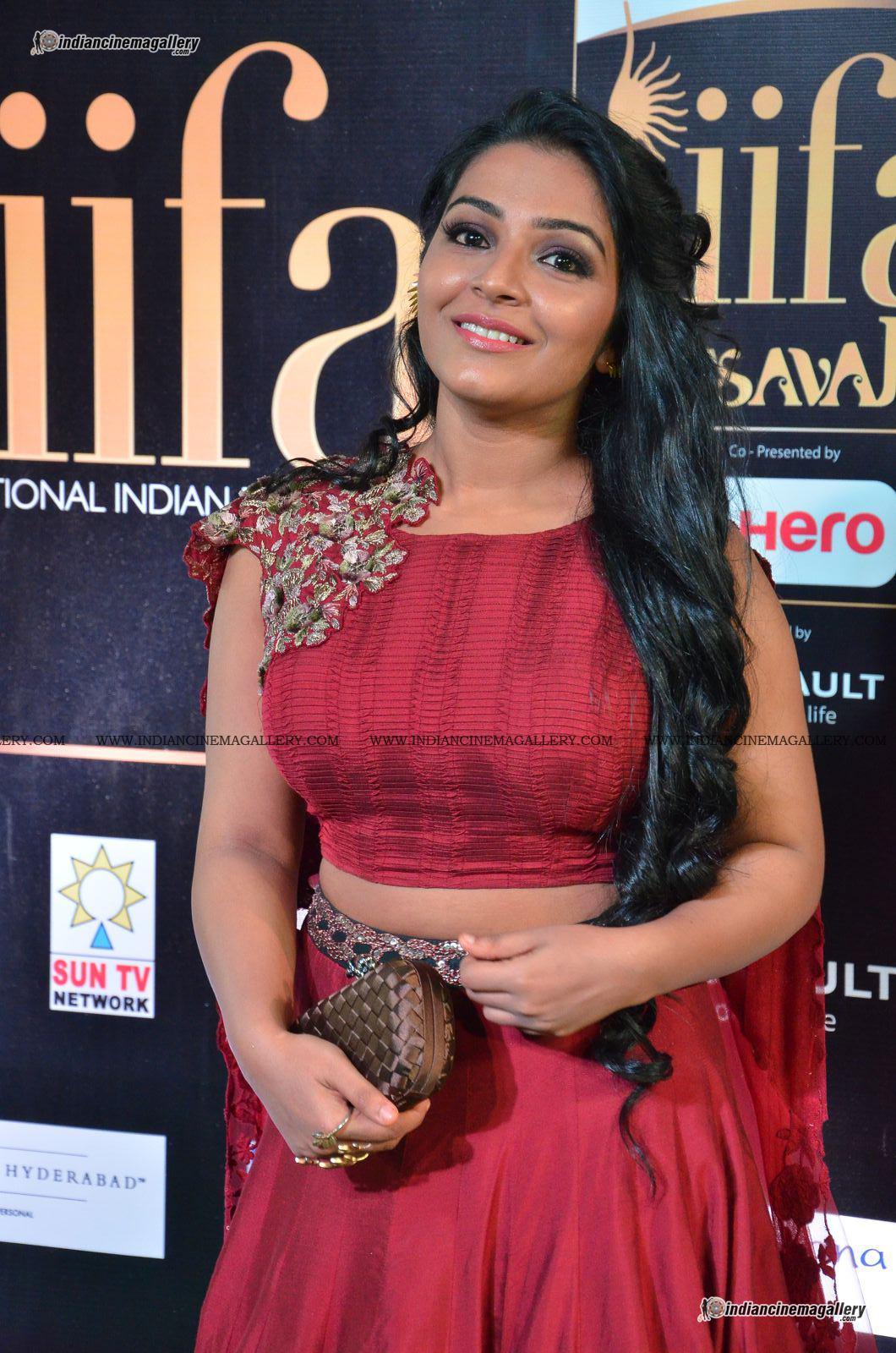 rajisha-vijayan-at-at-iifa-utsavam-awards-2017-24999