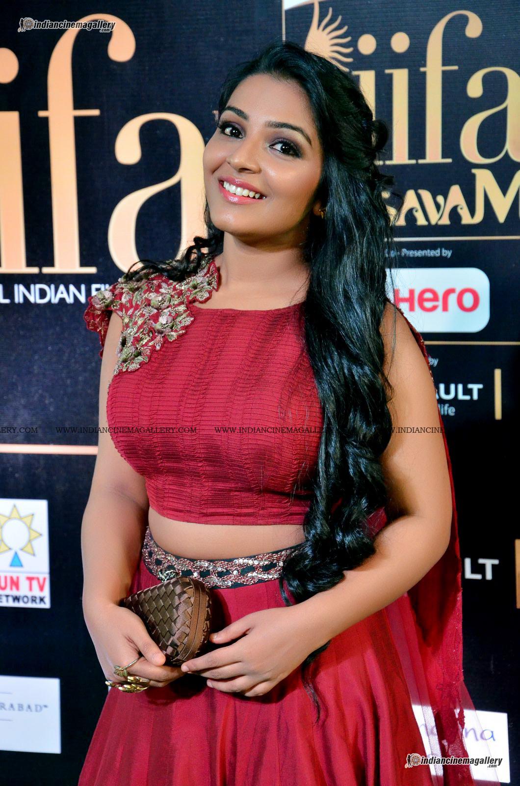 rajisha-vijayan-at-at-iifa-utsavam-awards-2017-32821