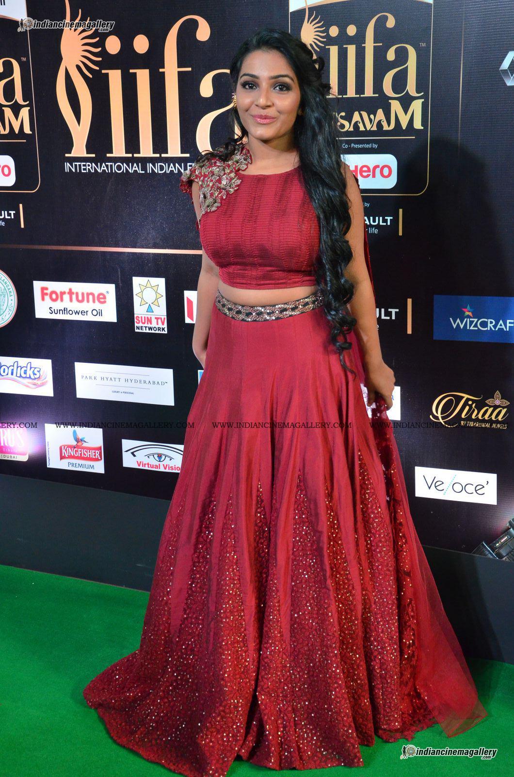 rajisha-vijayan-at-at-iifa-utsavam-awards-2017-42704