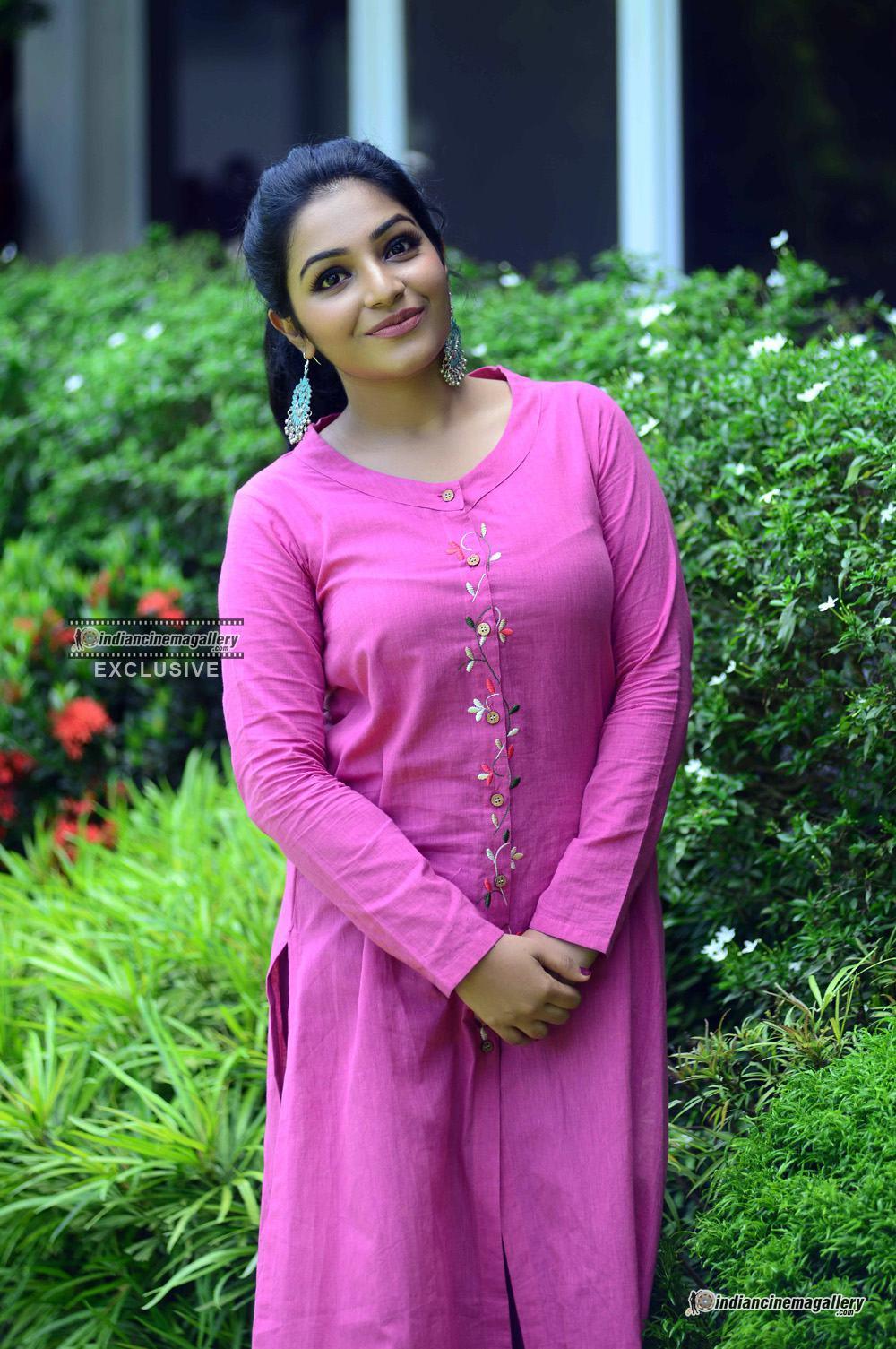 Rajisha Vijayan at oru cinemakkaran promo shoot (2)