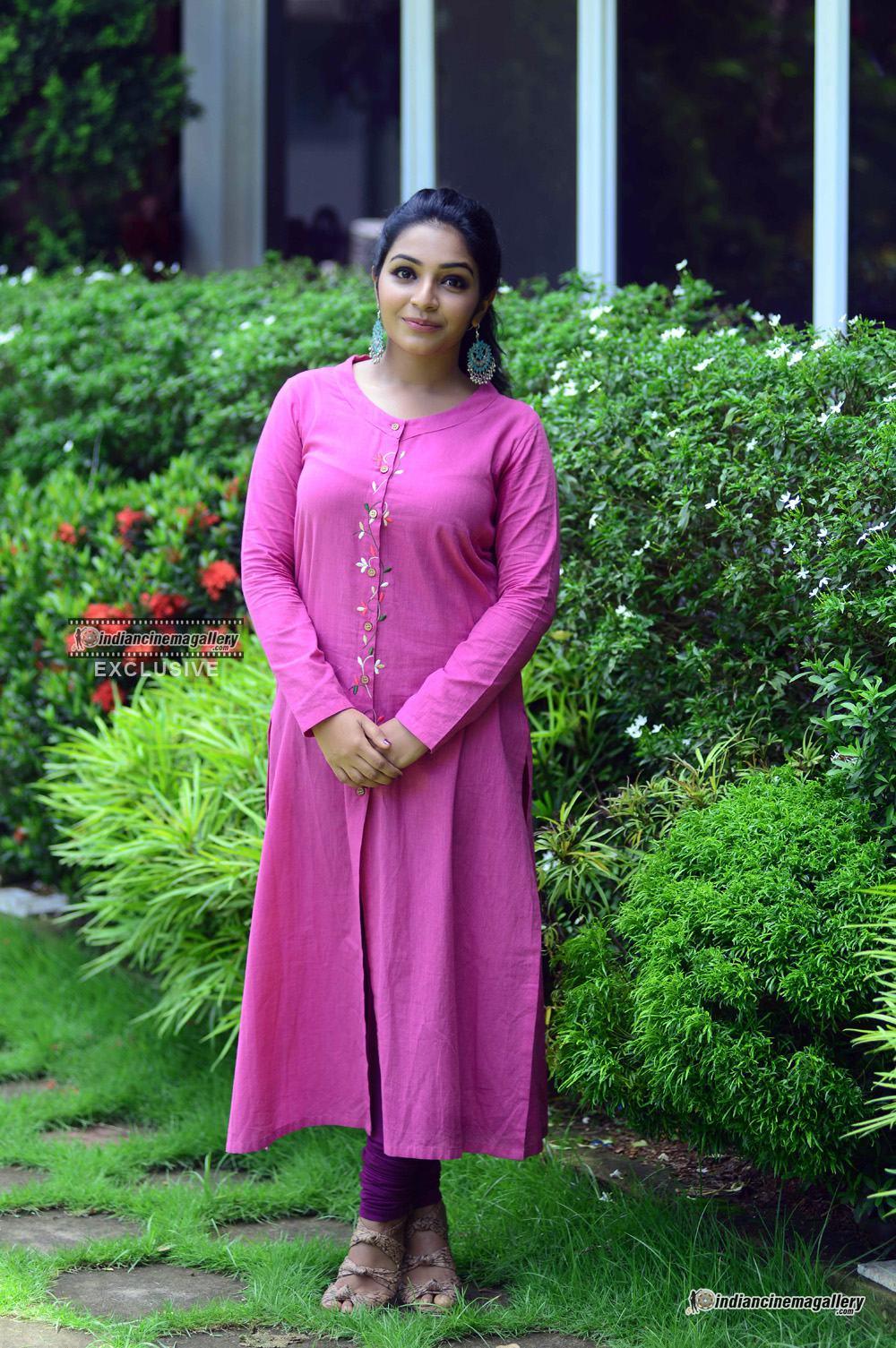 Rajisha Vijayan at oru cinemakkaran promo shoot (4)