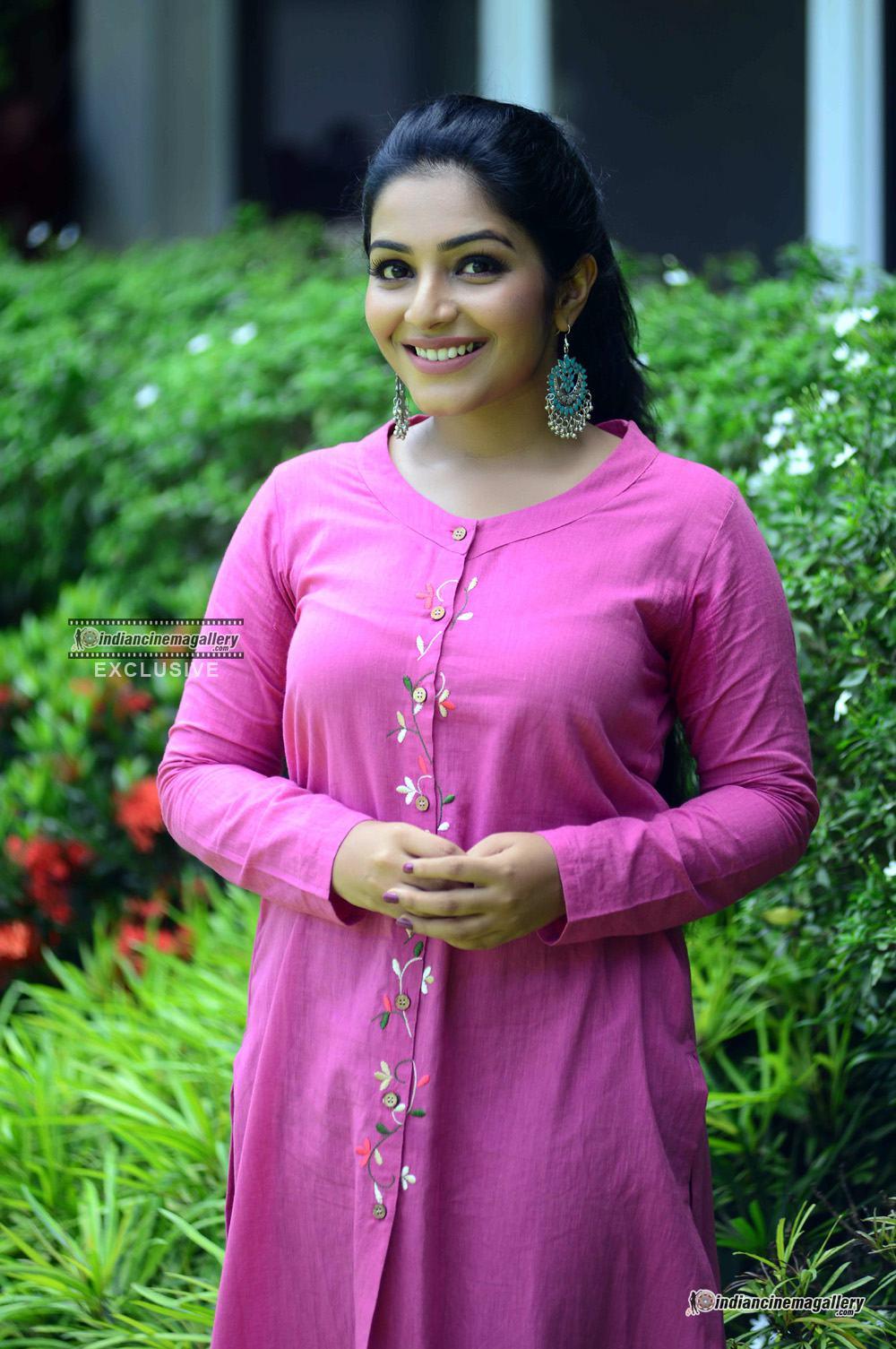 Rajisha Vijayan at oru cinemakkaran promo shoot (6)