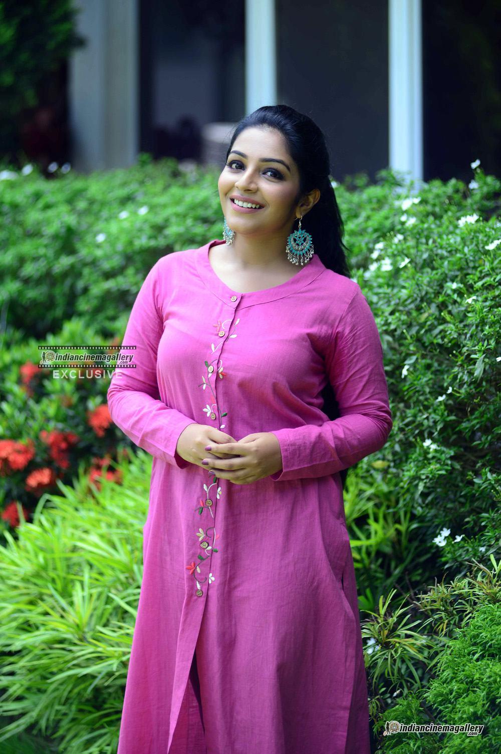 Rajisha Vijayan at oru cinemakkaran promo shoot (7)