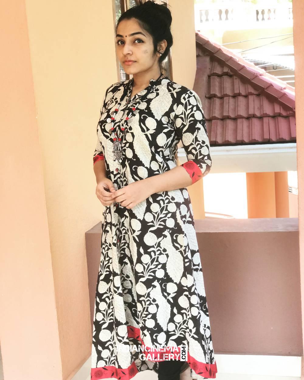 Rajisha Vijayan new photo shoot stills (1)