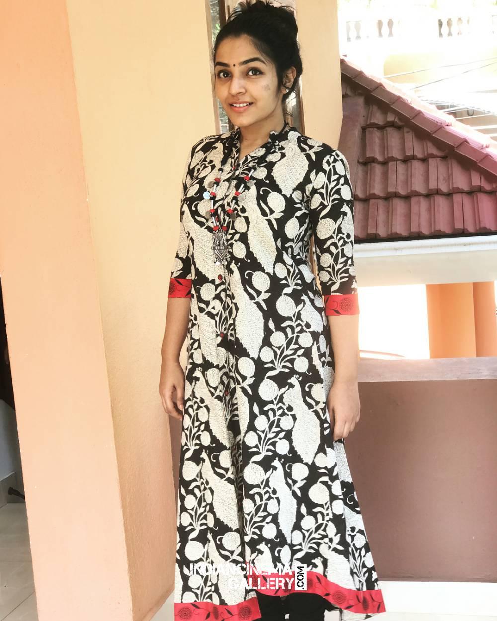 Rajisha Vijayan new photo shoot stills (3)