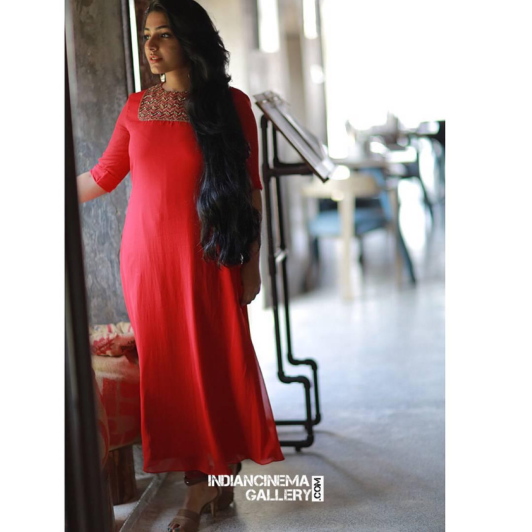 Rajisha Vijayan new photo shoot stills (7)
