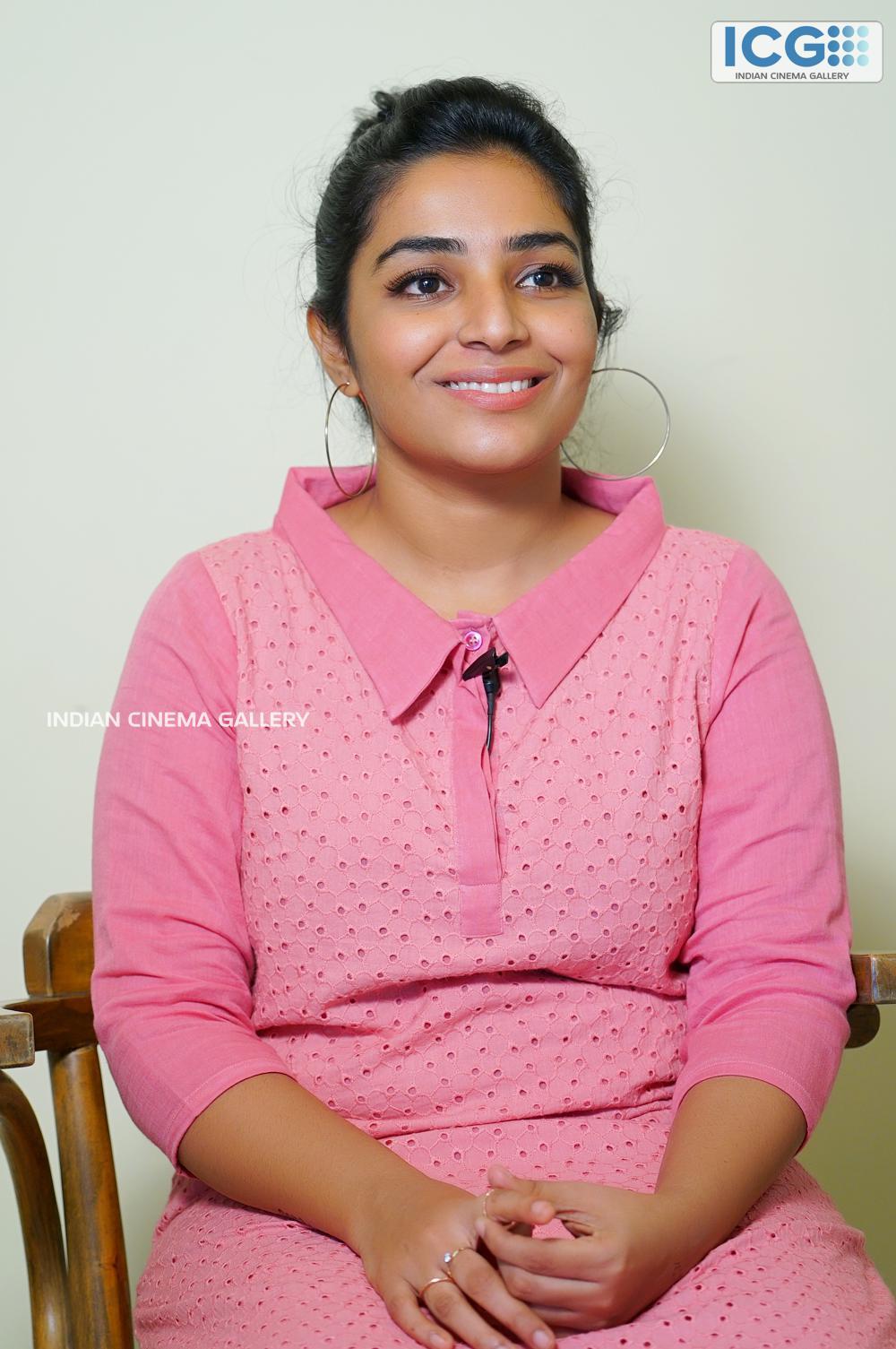 Rajisha vijayan at finals promo shoot (10)
