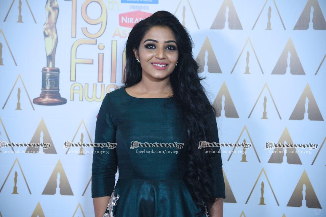 rajisha-vijayan-stills-at-asianet-film-awards-2017-29044