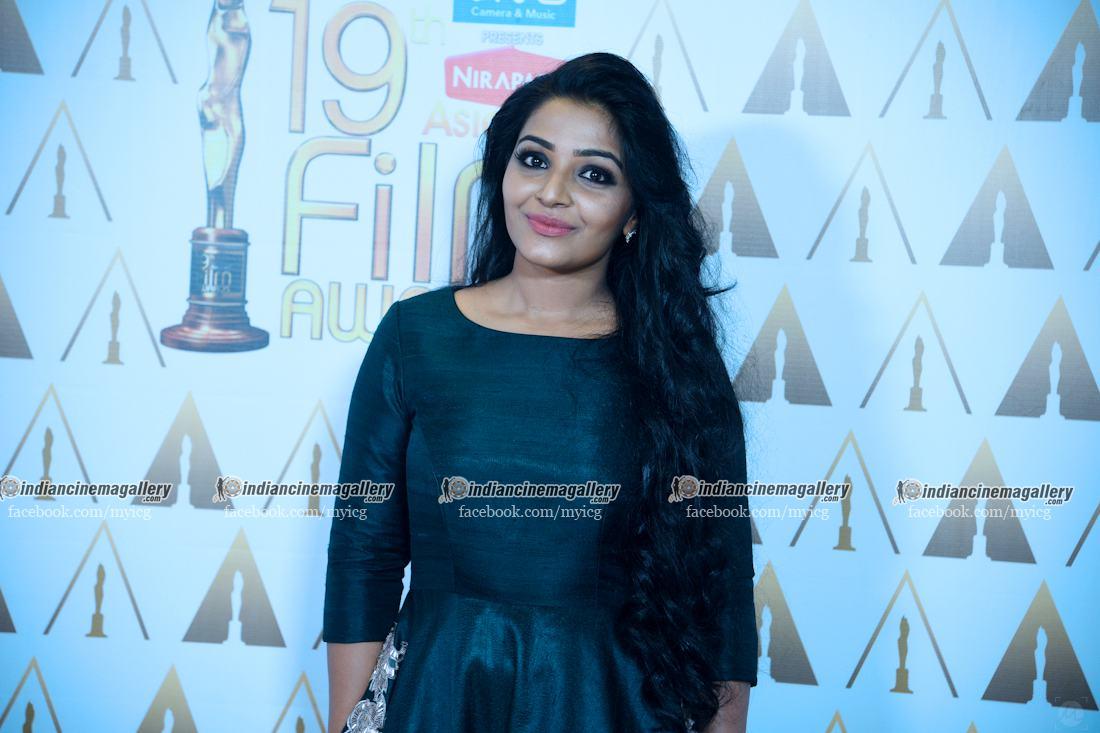 rajisha-vijayan-stills-at-asianet-film-awards-2017-39456
