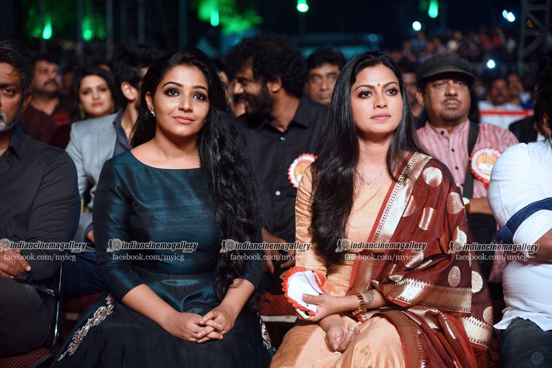 rajisha-vijayan-stills-at-asianet-film-awards-2017-49886