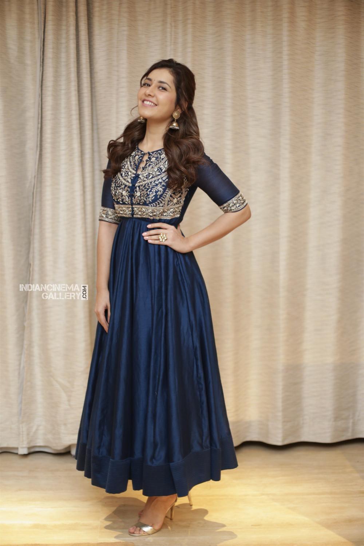 Raashi khanna in blue salwar stills (5)