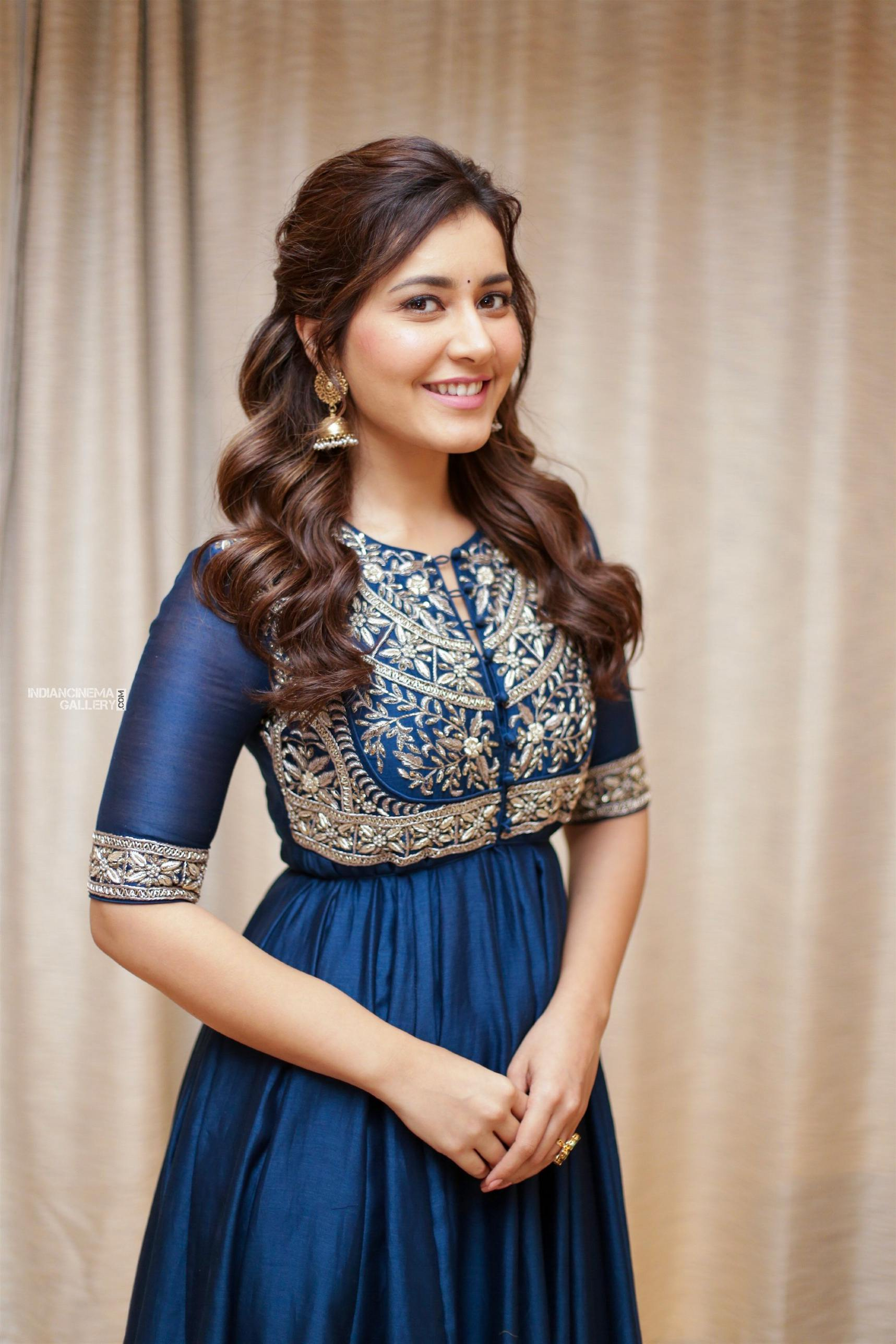 Raashi khanna in blue salwar stills (9)